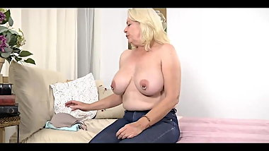 Older Blonde does interview