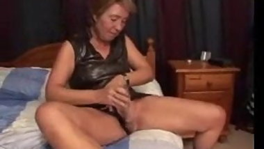 Old Granny Puts on a Cunt Show