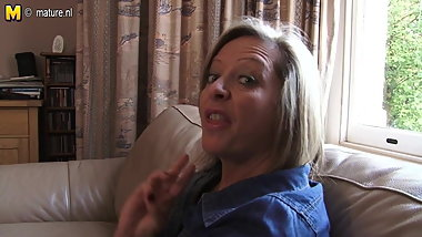 Real mature MOM needs a good fuck