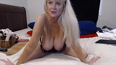 Amazing granny Tammy with bouncing boobs and best ass