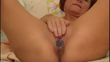 Granny fucks her shaved pussy and asshole with dildo