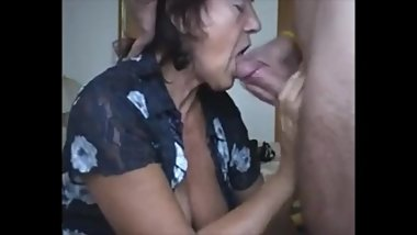 Old Housewife Sucking Dick and Eat Cum