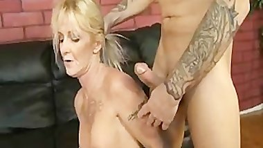 Granny Gives A Gumjob To 2 Studs