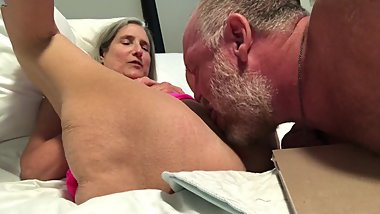 Hot Milf Granny Mature Pussy shave and Lick Gilf spread wide